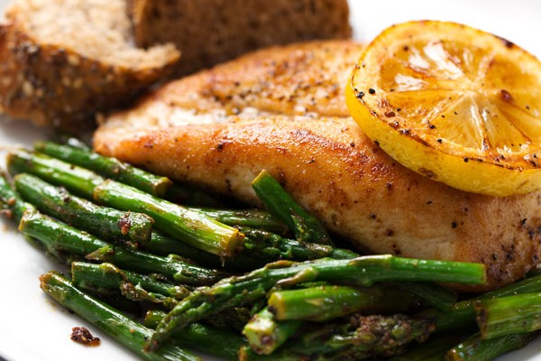 Lemon Asparagus Chicken // Dose(s) of Reality